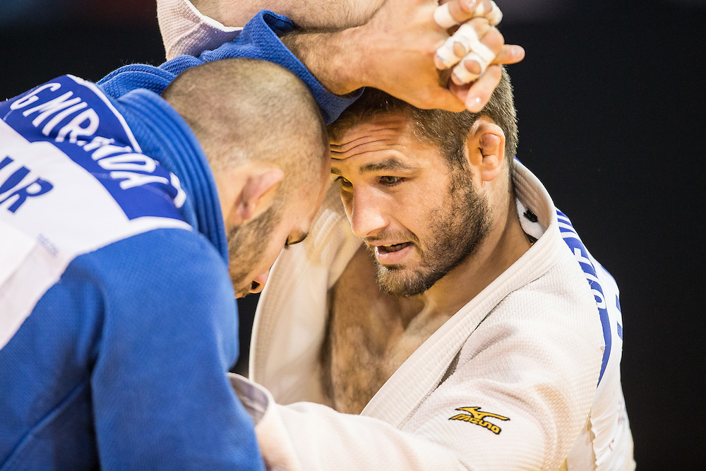 Travis Stevens (R) of the United States struggles for position with Gadiel Miranda during their men's judo -81 kg 1/4 final at the 2015 Pan American Games in Toronto, Canada, July 13,  2015.  AFP PHOTO/GEOFF ROBINS