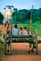 On the road leading to the Kyaikpun Pagoda, 4 km south of Bago (Pegu), Myanmar (Burma)