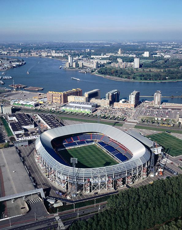 Nederland, Rotterdam, Stadionweg, 08-03-2002; luchtfoto (25% toeslag); Feyenoord stadion (de Kuip) aan de Stadionweg (van links naar rechts achter het stadion), daar achter de Nieuwe Maas;..Maasstad, voetbal..NB ook liggende foto leverbaar..Foto Siebe Swart