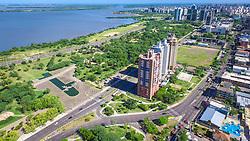 Parque Marinha do Brasil foi inaugurado em 9 de dezembro de 1978, com projeto dos arquitetos Ivan Mizoguchi e Rogério Malinsky, e possui uma área de 70,70 hectares. Está localizado no bairro Praia de Belas, é contornado pelas avenidas Borges de Medeiros e Ipiranga, sendo cortado pela avenida Edvaldo Pereira Paiva (também chamada Beira-Rio), a qual possui vista para a orla do Guaíba. FOTO: Jefferson Bernardes/ Agência Preview