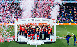 15.05.2016, Red Bull Arena, Salzburg, AUT, 1. FBL, FC Red Bull Salzburg, Meisterfeier, im Bild die Salzburger feiern mit dem Meisterteller // Salzburg Players celebrate with the Trophy during the FC Red Bull Salzburg Champions Party of Austrian Football Bundesliga at the Red Bull Arena, Salzburg, Austria on 2016/05/15. EXPA Pictures © 2016, PhotoCredit: EXPA/ JFK