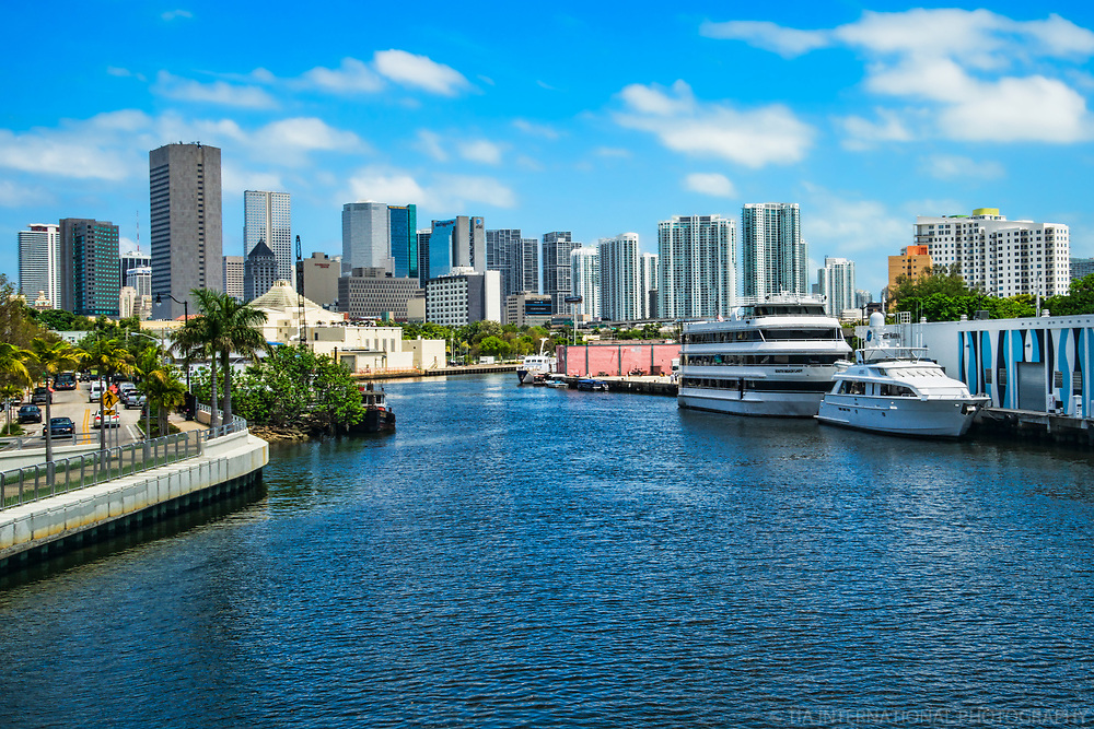 Miami Skyline & Miami River (West End)