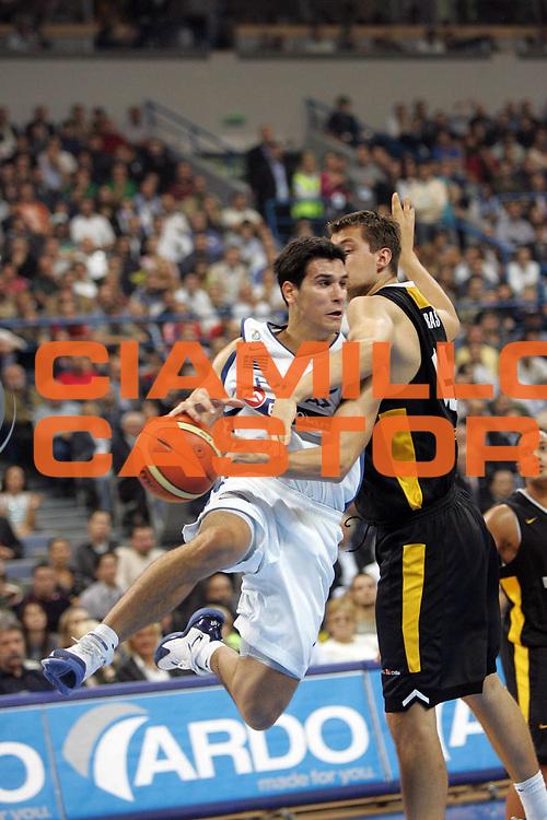 DESCRIZIONE : Belgrado Belgrade Eurobasket Men 2005 Grecia Germania Finale<br /> GIOCATORE : Zisis<br /> SQUADRA : Grecia Greece <br /> EVENTO : Eurobasket Men 2005 Campionati Europei Uomini 2005<br /> GARA : Grecia Germania Greece Germany<br /> DATA : 25/09/2005<br /> CATEGORIA :<br /> SPORT : Pallacanestro<br /> AUTORE : Ciamillo&amp;Castoria/Fiba Europe Pool