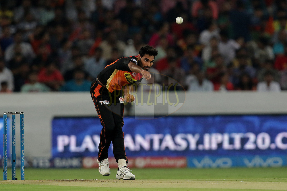 Bhuvneshwar Kumar of Sunrisers Hyderabad Bowls during match 22 of the Vivo IPL 2016 (Indian Premier League ) between the Sunrisers Hyderabad and the Rising Pune Supergiants held at the Rajiv Gandhi Intl. Cricket Stadium, Hyderabad on the 26th April 2016<br /> <br /> Photo by Rahul Gulati / IPL/ SPORTZPICS