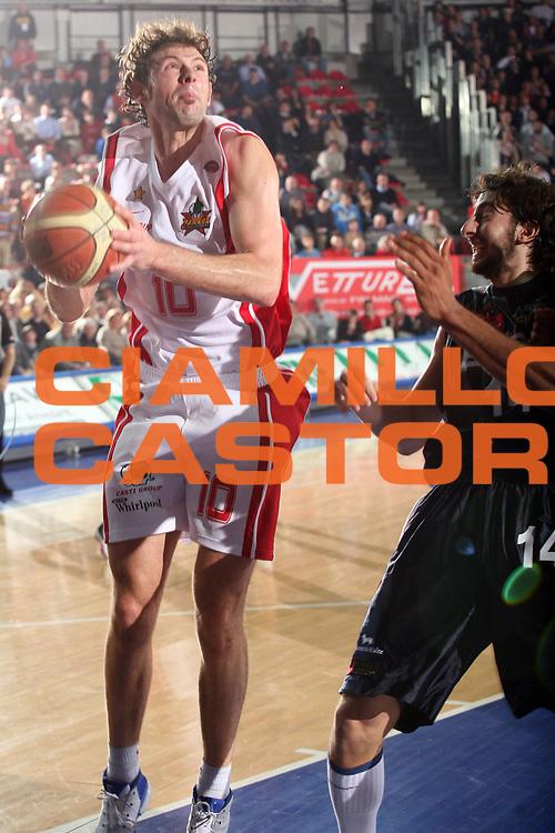 DESCRIZIONE : Varese Lega A1 2006-07 Whirlpool Varese Eldo Napoli<br /> GIOCATORE : Galanda<br /> SQUADRA : Whirlpool Varese<br /> EVENTO : Campionato Lega A1 2006-2007<br /> GARA : Whirlpool Varese Eldo Napoli<br /> DATA : 01/04/2007<br /> CATEGORIA : Tiro<br /> SPORT : Pallacanestro<br /> AUTORE : Agenzia Ciamillo-Castoria/S.Ceretti