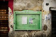 Verbicaro, Italia - 4 giugno 2011. Una bacheca per le affissioni del comune di Verbicaro giace vuota e abbandonata..Ph. Roberto Salomone Ag. Controluce