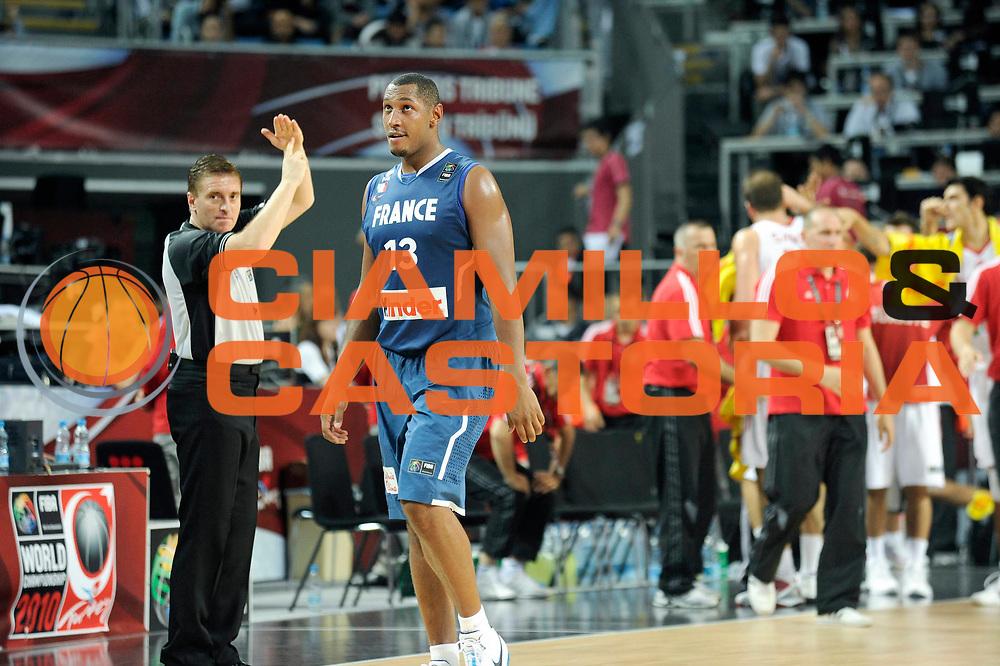 DESCRIZIONE : Championnat Du Monde 2010 Turquie Istanbul  1/8 Finale<br /> GIOCATORE : Diaw Boris<br /> SQUADRA : France<br /> EVENTO : Championnat du monde 2010<br /> GARA : France Turquie<br /> DATA : 5/09/2010<br /> CATEGORIA : Basketball Action Homme<br /> SPORT : Basketball<br /> AUTORE : JF Molliere FFBB par Agenzia Ciamillo-Castoria <br /> Galleria : France Basket Championnat du monde 2010<br /> Fotonotizia : Championnat du monde Turquie Istambul Jour 9<br /> Predefinita :