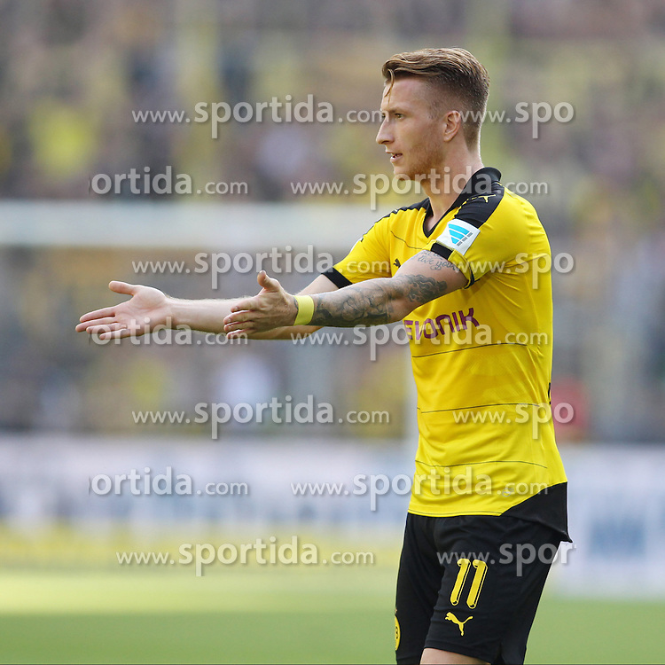 30.08.2015, Signal Iduna Park, Dortmund, GER, 1. FBL, Borussia Dortmund vs Hertha BSC, 3. Runde, im Bild Marco Reus (Borussia Dortmund #11) // during the German Bundesliga 3rd round match between Borussia Dortmund and Hertha BSC at the Signal Iduna Park in Dortmund, Germany on 2015/08/30. EXPA Pictures &copy; 2015, PhotoCredit: EXPA/ Eibner-Pressefoto/ Schueler<br /> <br /> *****ATTENTION - OUT of GER*****
