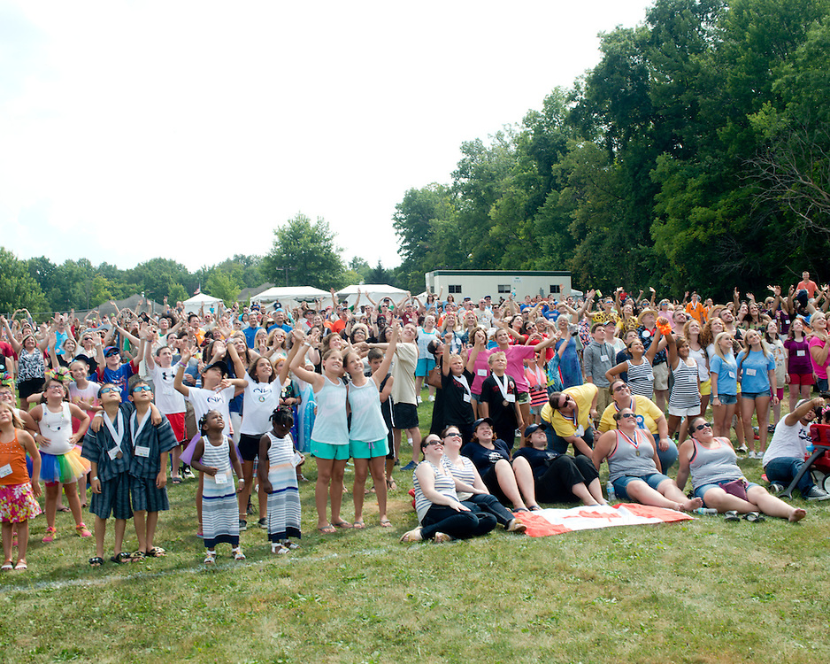 August 8, 2015 - During the group photo-op at the 40th annual Twinsburg Festival in Twinsburg, Ohio.<br />
