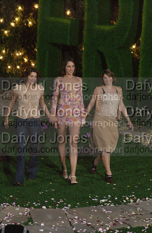 Sadie Frost and Jemima French. Afternoon tea party before the Frost French fashion show. Regents Park. 15 September 2002. © Copyright Photograph by Dafydd Jones 66 Stockwell Park Rd. London SW9 0DA Tel 020 7733 0108 www.dafjones.com