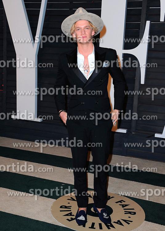 22.02.2015, Wallis Anneberg Center for the Performing Arts, Beverly Hills, USA, Vanity Fair Oscar Party 2015, Roter Teppich, im Bild Cody Simpson // during the red Carpet of 2015 Vanity Fair Oscar Party at the Wallis Anneberg Center for the Performing Arts in Beverly Hills, United States on 2015/02/22. EXPA Pictures &copy; 2015, PhotoCredit: EXPA/ Newspix/ PGSK<br /> <br /> *****ATTENTION - for AUT, SLO, CRO, SRB, BIH, MAZ, TUR, SUI, SWE only*****