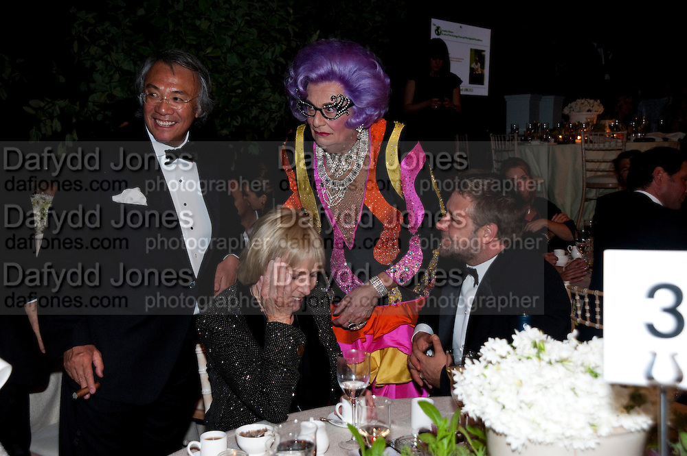 SIR DAVID TANK; BARRY HUMPHRIES; RUSSELL CROWE. The Ormeley dinner in aid of the Ecology Trust and the Aspinall Foundation. Ormeley Lodge. Richmond. London. 29 April 2009