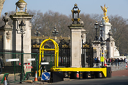 © Licensed to London News Pictures . 28/03/2017 . London , UK . Security gateway in the road in front of Buckingham Palace in Westminster . Photo credit: Joel Goodman/LNP
