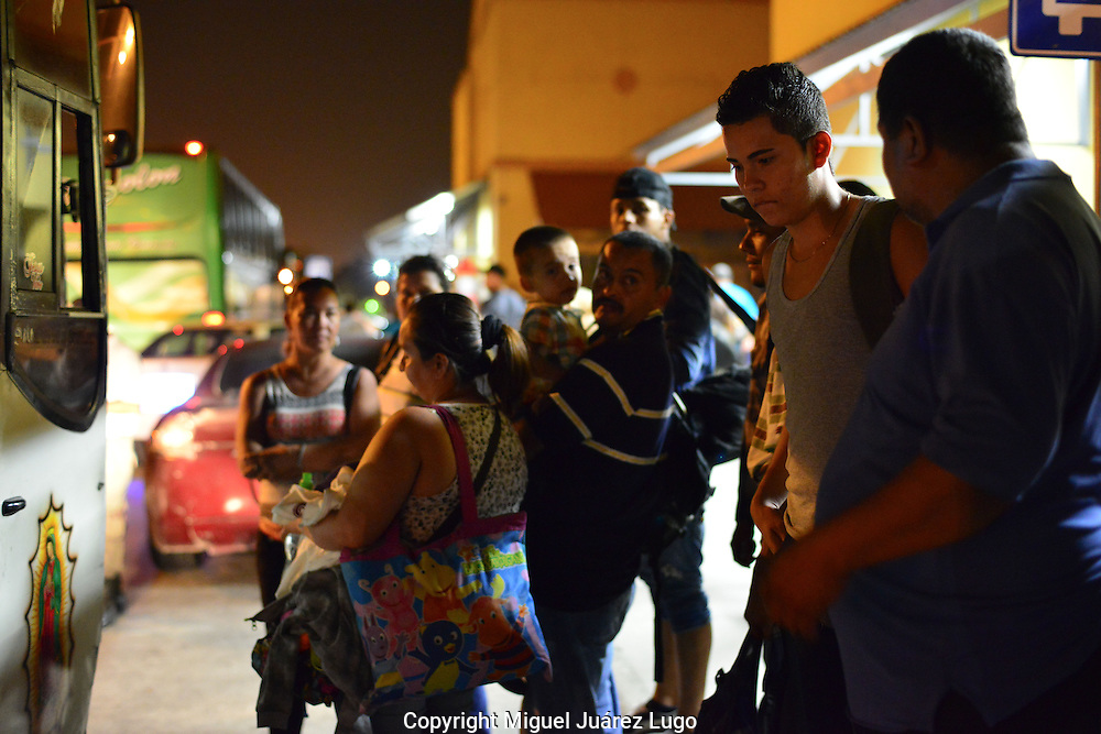 The 1:30 a.m. bus arrives and Reynaldo Jr. listens to his father's last words of advice. The only plan is for the son to contact a sister in California if he reaches the U.S.