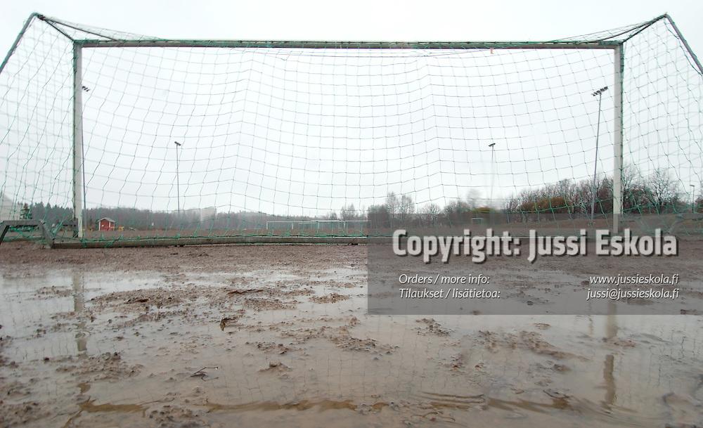 Maali m&auml;r&auml;ll&auml; Talin hiekkakent&auml;ll&auml; 2005.&amp;#xA;Photo: Jussi Eskola<br />