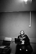 Javier Calvelo/ URUGUAY/ MONTEVIDEO/ Calle/ Proyecto Los de Afuera - Serie Invisible -  Florencia Spinosa/ Florencia Spinosa es una de los tres uruguayos y la primera mujer discapacitados visuales que tienen un perro gu&iacute;a en lugar de un baston. Junto Salu una golden retriever blanca pasea por Montevideo. Florencia Spinosa empez&oacute; con problemas visuales a los dos a&ntilde;os y medio. A los cinco perdi&oacute; la visi&oacute;n de un ojo y a los 8 a&ntilde;os sufri&oacute; desprendimiento de retina en el otro.  A trav&eacute;s de la Fundaci&oacute;n de Apoyo y Promoci&oacute;n del Perro de Asistencia (Fundappas) y la organizaci&oacute;n Perros de Asistencia y Animales de Terapia (PAAT) accedi&oacute; a un perro gu&iacute;a. En Uruguay la legislaci&oacute;n permite que los perros gu&iacute;as tengan acceso a lugares p&uacute;blicos, &oacute;mnibus y taxis desde 2008. <br /> Sali con Florencia a caminar y a un curso que esta tomando de Locuci&oacute;n y Educaci&oacute;n de la Voz con Daniel Echegorry en el taller de radio de Mediarte.<br /> En la foto:  Florencia Spinosa en su curso de locuci&oacute;n. Foto: Javier Calvelo / adhocfotos<br /> 2012-08-31 dia viernes<br /> adhocFOTOS