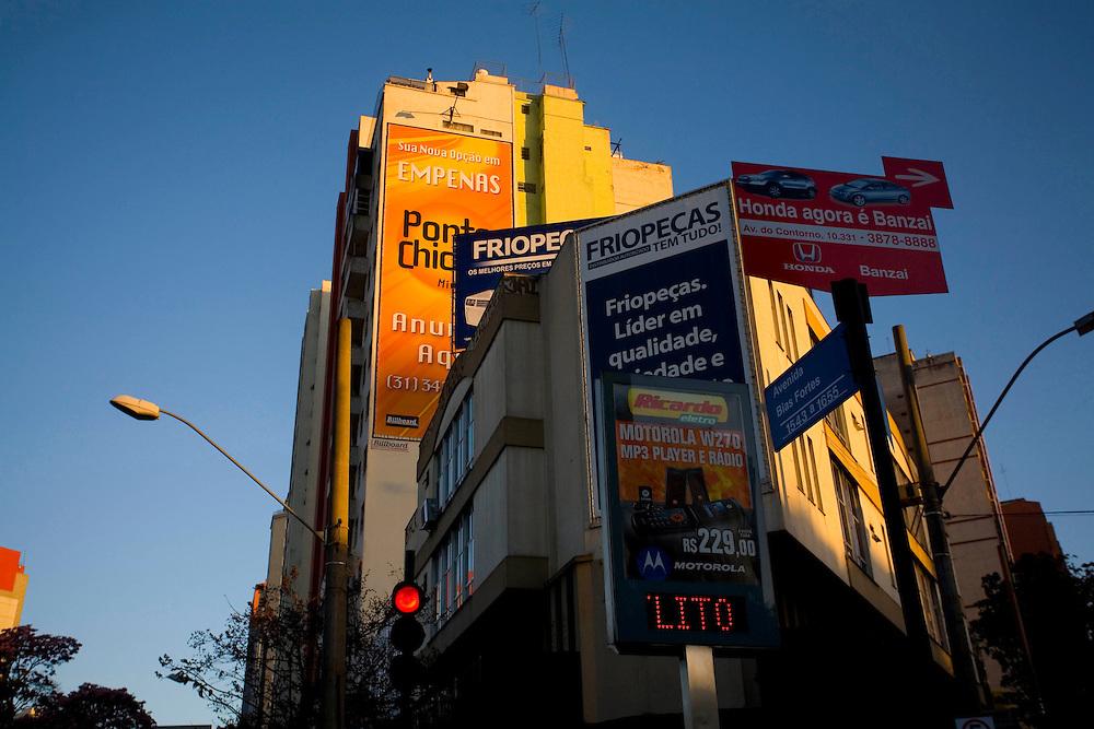 Belo Horizonte_MG, Brasil...Poluicao visual em Belo Horizonte. Na foto, detalhe da Avenida Bias Fortes. ..Visual pollution in Belo Horizonte. In this photo, Bias Fortes avenue.. .Foto: LEO DRUMOND / NITRO