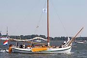 Prins Maurits heeft op het IJ in Amsterdam de traditionele vlootschouw van Sail afgenomen. Ter hoogte van het KNSM-eiland voeren zo'n honderd historische schepen langs het zeilschip De Groene Draeck. <br /> <br /> Prince Maurice has on the IJ in Amsterdam declined the traditional naval review of Sail. At the height of the KNSM island run about a hundred historic ships sailing along the Green Draeck.<br /> <br /> Op de foto / On the photo<br /> <br /> Prins Maurits en Prinses Marilène met hun kinderen Anna , Lucas en Felicia met Erwin van Lambaart , directeur SAIL Event Partners, en Mitra van Raalten , directeur SAIL Amsterdam
