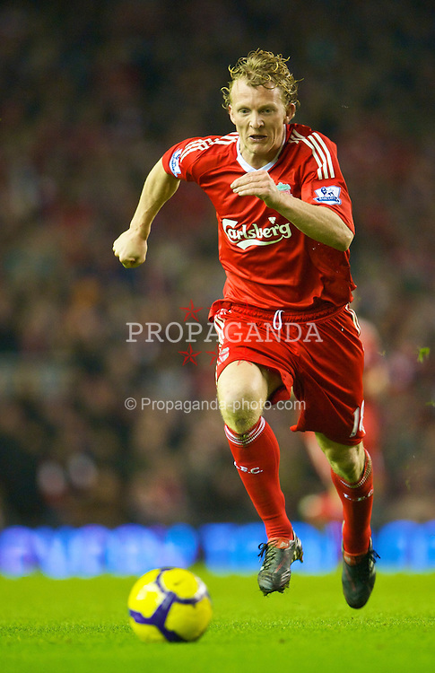 LIVERPOOL, ENGLAND - Wednesday, January 20, 2010: Liverpool's Dirk Kuyt during the Premiership match against Tottenham Hotspur at Anfield. (Photo by: David Rawcliffe/Propaganda)