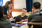 Jeunes handicapes integres dans une classe ordinaire, College St. Pierre Bourg-en-Bresse. //