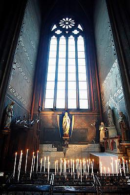 Frankrijk, Clermont-Ferrand, 20-9-2008Mariabeeld in de kathedraal van de stad. Maria statue in the cathedral of the city.Foto: Flip Franssen/Hollandse Hoogte