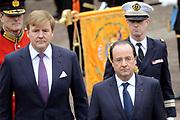 Fran&ccedil;ois Hollande brengt een officieel bezoek aan Nederland. Hollande is in Nederland om de handelsbetrekkingen aan te halen.<br /> <br /> Fran&ccedil;ois Hollande brings an official visit to the Netherlands. Hollande is in the Netherlands for &quot;better&quot;Trading relations<br /> <br /> Op de foto/ On the photo:  Welkomstceremonie met de Franse president Fran&ccedil;ois Hollande en  Koning Willem-Alexander<br /> <br /> Welkomstceremonie with French President Fran&ccedil;ois Hollande and King Willem-Alexander