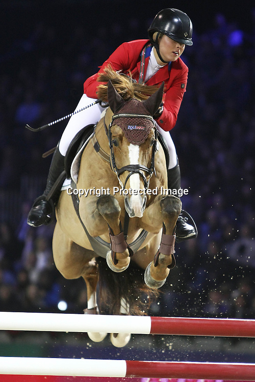 Equitation : Gucci Masters - 03.12.2010 - Rolex Speed Challenge CSI5 - Ellen Whitaker (GBR/ sur CS Online) *** Local Caption *** 00042820