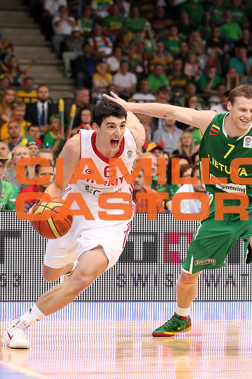 DESCRIZIONE : Panevezys Lithuania Lituania Eurobasket Men 2011 Preliminary Round Turchia Lituania Turkey Lithuania<br /> GIOCATORE : Emir Preldzic <br /> SQUADRA : Turchia Turkey<br /> EVENTO : Eurobasket Men 2011<br /> GARA : Turchia Lituania Turkey Lithuania<br /> DATA : 02/09/2011 <br /> CATEGORIA : palleggio<br /> SPORT : Pallacanestro <br /> AUTORE : Agenzia Ciamillo-Castoria/ElioCastoria<br /> Galleria : Eurobasket Men 2011 <br /> Fotonotizia : Panevezys Lithuania Lituania Eurobasket Men 2011 Preliminary Round Turchia Lituania Turkey Lithuania<br /> Predefinita :