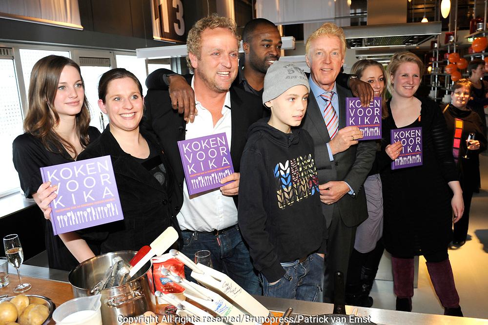 Boekpresentatie Koken voor Kika - recepten van 30 Bekende Nederlanders in de Kookfabriek in Amsterdam/Duivendrecht.<br /> <br /> Op de foto:  V.l.n.r. Kimberly van den Hoek, Madelon van Harselaar, Gordon, Stefan (kankerpatientje), Andr&eacute; van Duin, Padmini Gelderloos en Lotte Hinten
