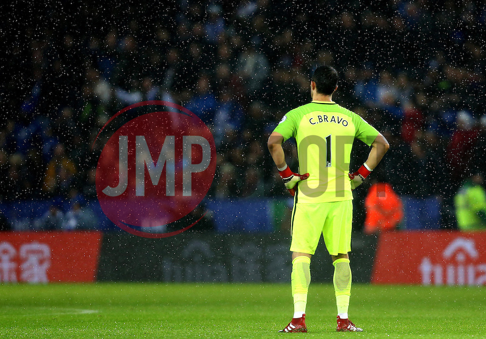Claudio Bravo of Manchester City looks dejected during the defeat to Leicester City - Mandatory by-line: Robbie Stephenson/JMP - 10/12/2016 - FOOTBALL - King Power Stadium - Leicester, England - Leicester City v Manchester City - Premier League