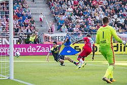 24-09-2017 NED: FC Utrecht - PSV, Utrecht<br /> Hirving Lozano #11 of PSV scoort de 2-1