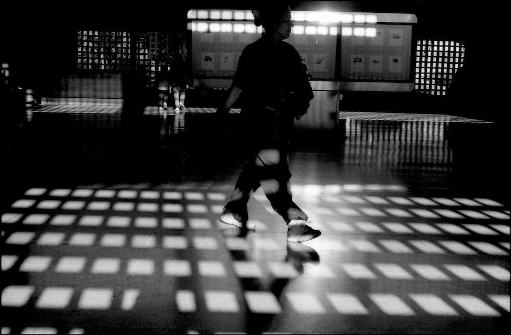 MISCEL&Aacute;NEAS<br /> Photography by Aaron Sosa<br /> Estacion del Metro de Ca&ntilde;o Amarillo<br /> Caracas - Venezuela 2008<br /> (Copyright &copy; Aaron Sosa)