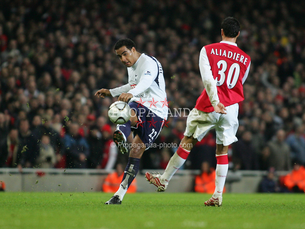 LONDON, ENGLAND - Wednesday, January 31, 2007: Tottenham Hotspur's Tom Huddlestone in action against Arsenal during the Football League Cup Semi-Final 2nd Leg at the Emirates Stadium. (Pic by Chris Ratcliffe/Propaganda)