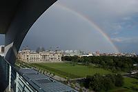 02 JUL 2003, BERLIN/GERMANY:<br /> Der Reichstag, Sitz des Deutschen Bundestages, von der Terasse der Dienstwohnung des Bundeskanzlers im Bundeskanzleramt aus gesehen<br /> IMAGE: 20030702-03-013<br /> KEYWORDS: Sommer