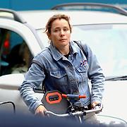 NLD/Laren/20050602 - Yolanda Adriaansens op de fiets..Jolanda