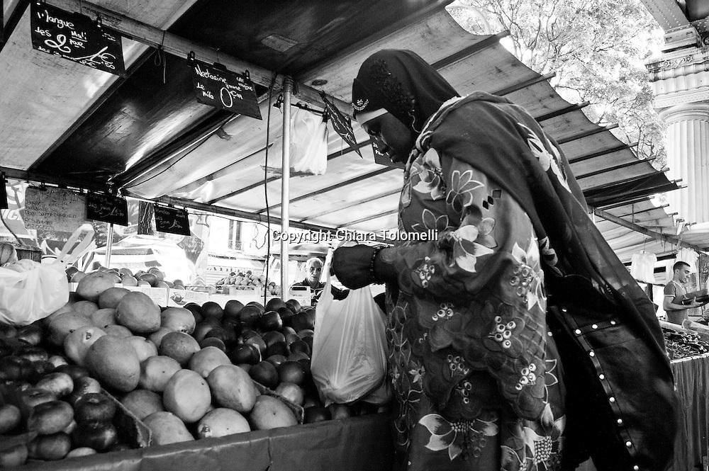 Le Marché de Barbès, Goutte d'Or - Il mercato nel quartiere africano di Parigi