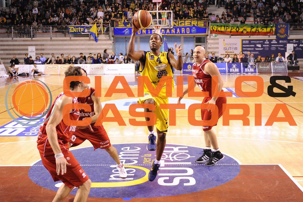 DESCRIZIONE : Ancona Lega A 2012-13 Sutor Montegranaro Trenkwalder Reggio Emilia<br /> GIOCATORE : Ronald Steele<br /> CATEGORIA : tiro penetrazione<br /> SQUADRA : Sutor Montegranaro<br /> EVENTO : Campionato Lega A 2012-2013 <br /> GARA : Sutor Montegranaro Trenkwalder Reggio Emilia<br /> DATA : 11/11/2012<br /> SPORT : Pallacanestro <br /> AUTORE : Agenzia Ciamillo-Castoria/C.De Massis<br /> Galleria : Lega Basket A 2012-2013  <br /> Fotonotizia : Ancona Lega A 2012-13 Sutor Montegranaro Trenkwalder Reggio Emilia<br /> Predefinita :