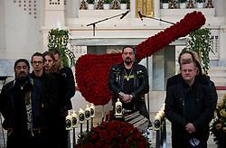 01.04.2011, Zentralfriedhof, Wien, AUT, Chronik, Begraebnis Kurt Hauenstein alias Supermax, im Bild Sarg in Aufbahrungshalle Band steht um den Sarg, EXPA Pictures © 2011, PhotoCredit: EXPA/ S. Trimmel