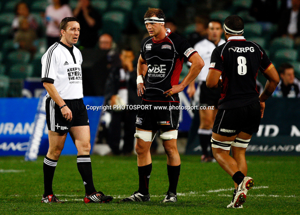 Referee Garrat Williamson speaks to harbour captain Chris Smith and no 8 Viliame Ma'afu, Air NZ Cup, NPC rugby union. North Harbour v Southland. North Harbour Stadium, Auckland. Thursday 27 August 2009. Photo: William Booth/PHOTOSPORT