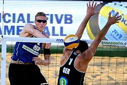 18-07-2014 NED: FIVB Grand Slam Beach Volleybal, Scheveningen<br /> Knock out fase - Christiaan Varenhorst (2) NED, Jonathan Erdmann (1) GER