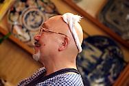 Sei San &egrave; uno dei pi&ugrave; conosciuti &quot;sushi-man&quot; giapponese. Il mestiere gli &egrave; stato trasmesso dai genitori come vuole la tradizione. &gt;Lavora ad Otaru e il suo ristorante si chiama Sei Zushi<br /> &copy; Paolo della Corte