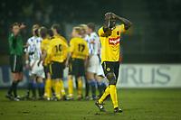 Fotball<br /> Foto: Proshots/Digitalsport<br /> NORWAY ONLY<br /> <br /> Nederland<br /> roda jc v heerenveen. 18-02-2006. pa modou kah wordt met rood weggestuurd.