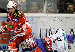 "13.03.2012, Stadthalle, Klagenfurt, AUT, EBEL, EC KAC vs KHL Medvescak Zagreb, Playoff, Halbfinale, 4. Spiel, im Bild Stephan Geier (KAC) und Sasha Pokulok (Zagreb),  during the semifinal Match of ""Erste Bank Icehockey League"", fourth play between EC KAC and KHL Medvescak Zagreb at Stadthalle, Klagenfurt, Austria on 2012/03/13. EXPA Pictures © 2012, PhotoCredit: EXPA/ Oskar Hoeher."