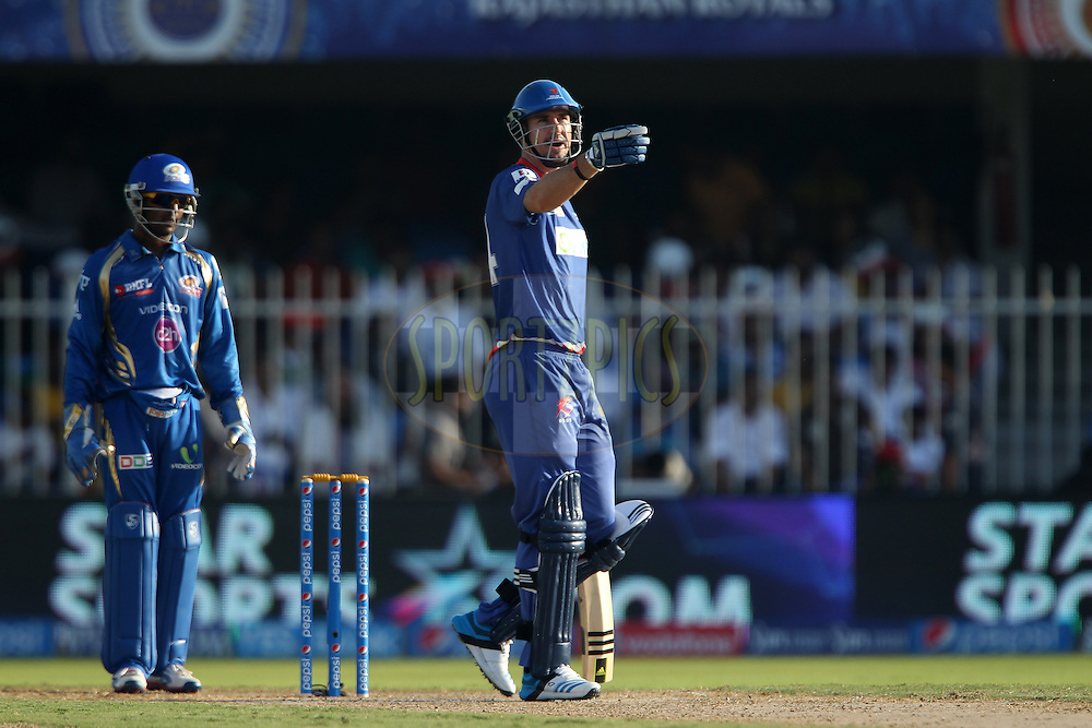 Kevin Pietersen captain of of the Delhi Daredevils asks for someone to sit down in the stands during match 16 of the Pepsi Indian Premier League 2014 between the Delhi Daredevils and the Mumbai Indians held at the Sharjah Cricket Stadium, Sharjah, United Arab Emirates on the 27th April 2014<br /> <br /> Photo by Ron Gaunt / IPL / SPORTZPICS