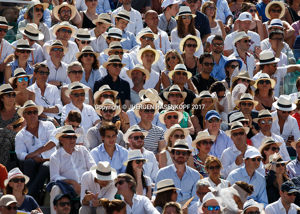 French Open 2017 Feature, Zuschauer mit Sonnenhueten auf der Tribuene, Fans, <br /> <br /> Tennis - French Open 2017 - Grand Slam / ATP / WTA / ITF -  Roland Garros - Paris -  - France  - 11 June 2017.