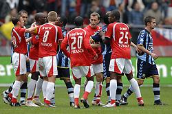 22-10-2006 VOETBAL: UTRECHT - DEN HAAG: UTRECHT<br /> FC Utrecht wint in eigenhuis met 2-0 van FC Den Haag / Opstootje, Volgens Eljaro Elia zou Marc Antoine Fortune de bal met de hand hebben gespeeld waaruit Utrecht de 2-0 scoorde. Uit televisiebeelden bleek dit niet het geval te zijn geweest<br /> ©2006-WWW.FOTOHOOGENDOORN.NL
