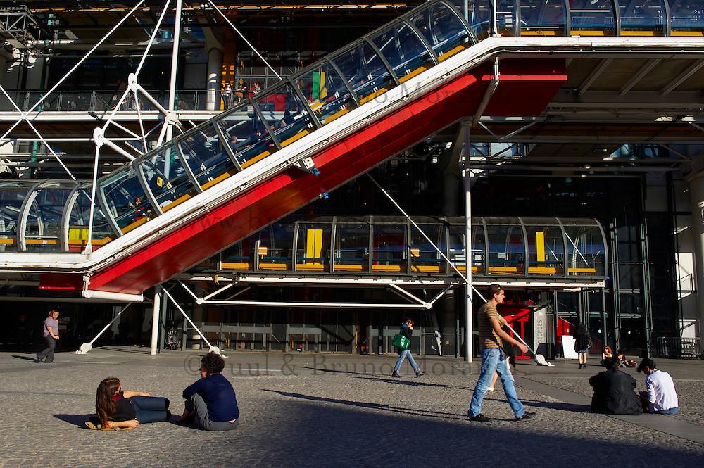 France, Paris (75), Centre Pompidou (Beaubourg), des architectes Renzo Piano, Richard Rogers et Gianfranco Franchini // France, Paris, Pompidou centre (Beaubourg) from Renzo Piano, Richard Rogers et Gianfranco Franchini architects