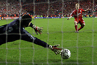 Photo: Paul Thomas.<br />Liverpool v Chelsea. UEFA Champions League. Semi Final, 2nd Leg. 01/05/2007.<br /><br />Dirk Kuyt of Liverpool beats the Chelsea keeper Petr Cech to seal a final place in Athens.