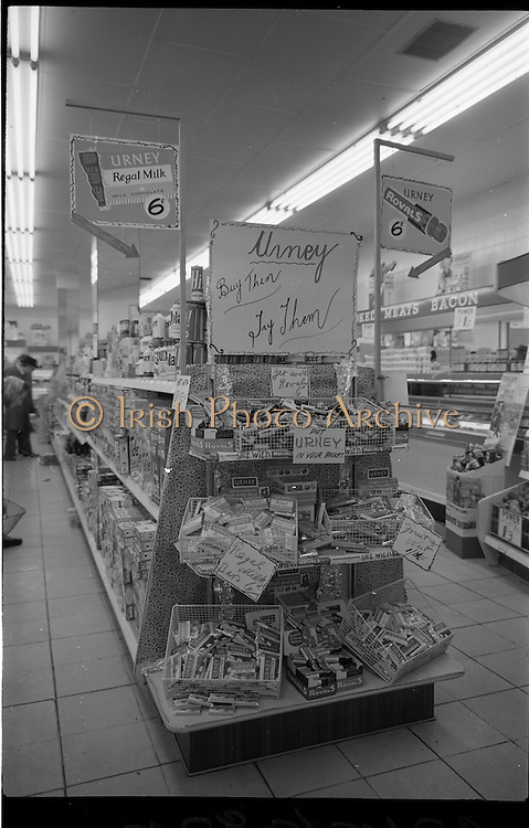 """04/02/1964<br /> 02/04/1964 <br /> 04 February 1964 <br /> Urney """"Royals"""" and """"Regal"""" chocolate and confectionary stand at Powers Supermarket, George's Street, Dublin."""