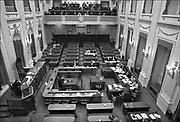 Nederland, Den Haag, 16-12-1989 De plenaire vergaderzaal van de oude tweede, 2e kamer. Minister Jo Ritzen van onderwijs tijdens een commissievergadering met de woordvoerders onderwijs.Foto: Flip Franssen/Hollandse Hoogte